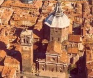 Torre civica di Pavia e piazza Duomo aerea